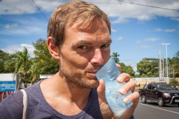 Die billigere und umweltschonendere Variante in Nicaragua (neben den Glasflaschen): Getränke gibt es meist in Plastikbeuteln