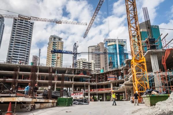 Eine der hunderten Baustellen in der Innenstadt. Welche Bank soll es werden?