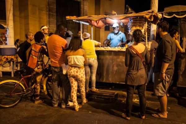 Wir sind eigentlich keine Burger Fans, aber dieser Straßenstand hat die Kunst der Burgerzubereitung auf die absolute Spitze getrieben. Nicht nur wir konnten kaum genug davon bekommen ...