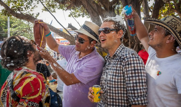 Unsere kolumbianischen Freunde konnten es nicht lassen, mit uns ihren geliebten Aguardiente (Anisschnaps) zu teilen.